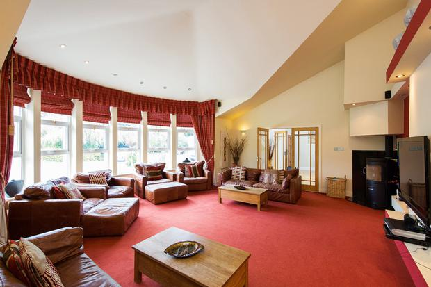 Guests can overflow into the spacious lounge