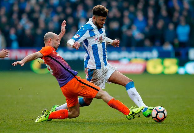 Huddersfield Town's Philip Billing in action with Manchester City's Pablo Zabaleta Photo: Reuters / Andrew Yates