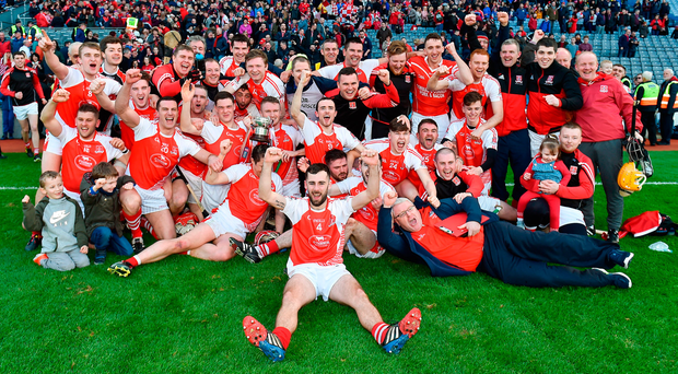 The Mayfield team and back-room staff celebrate after winning the All-Ireland JHC title against Mooncoin in Croke Park (PIARAS Ó MÍDHEACH/SPORTSFILE)