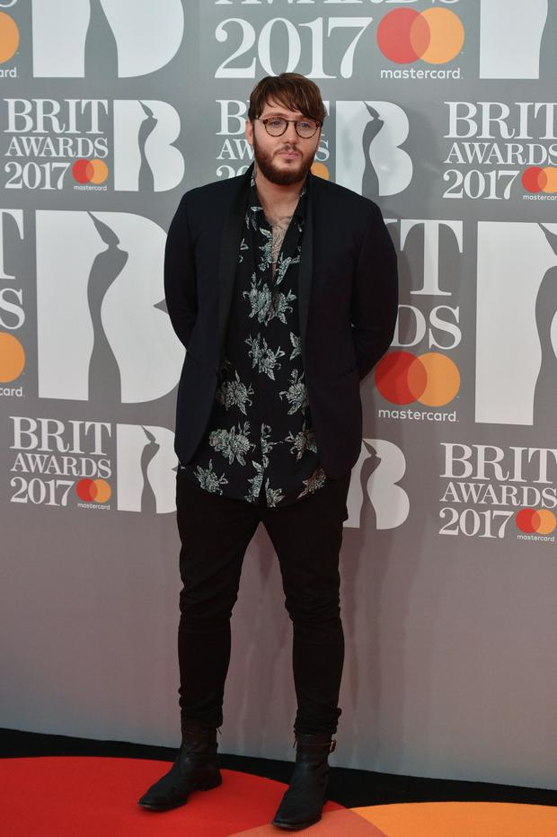 British singer and songwriter James Arthur poses on the red carpet arriving for the BRIT Awards 2017 in London on February 22, 2017. / AFP / NIKLAS HALLE'N / (Photo credit should read NIKLAS HALLE'N/AFP/Getty Images)