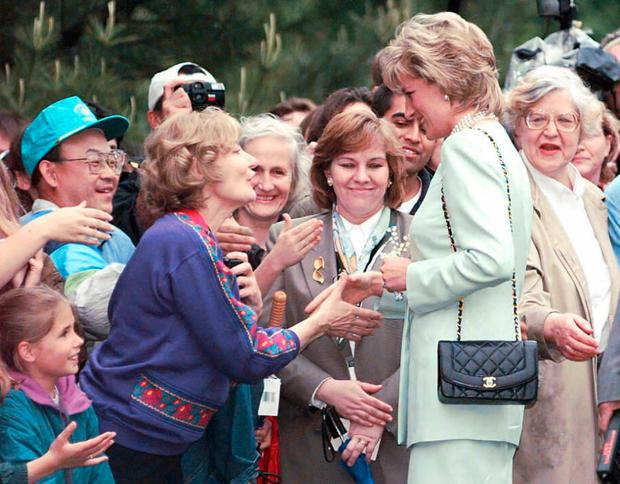 Diana, Princess of Wales, greets the crowd on a walking tour of the Northwestern University campus 04 June in Evanston, Illinois.