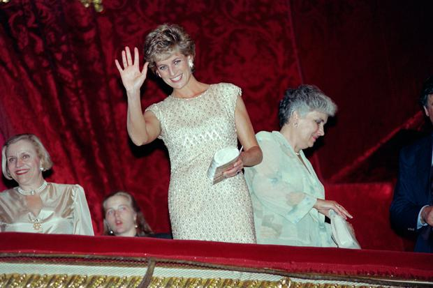 Britain's Princess Diana greets visitors at the Bolshoi Theater in Moscow on June 15, 1995 before teh performance of