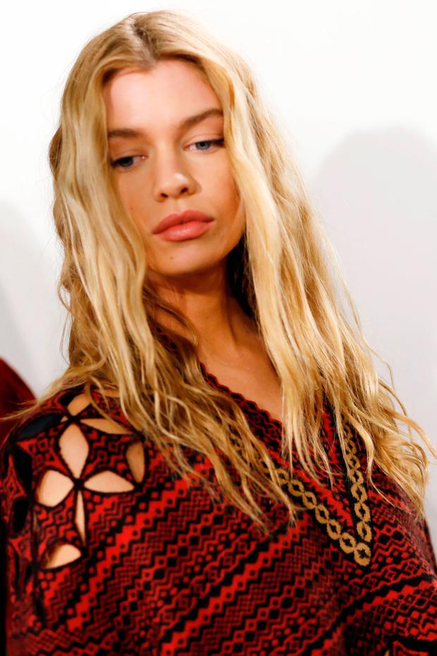 Stella Maxwell is seen backstage ahead of the Fendi show during Milan Fashion Week Fall/Winter 2017/18 on February 23, 2017 in Milan, Italy. (Photo by Tristan Fewings/Getty Images)