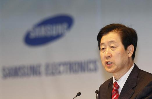 Choi Gee-sung, chief executive of South Korea's Samsung Electronics, speaks during an annual shareholders' meeting at the company headquarters in Seoul March 18, 2011. REUTERS/Truth Leem