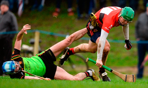 UCC's Tom Devine in action against Dale O'Hanlon of IT Carlow Photo: Piaras Ó Mídheach/Sportsfile