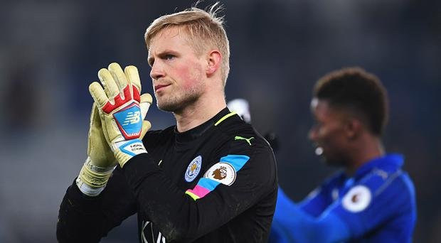 LEICESTER, ENGLAND - FEBRUARY 05: Kasper Schmeichel of Leicester City applauds the crowd in defeat after the Premier League match between Leicester City and Manchester United at The King Power Stadium on February 5, 2017 in Leicester, England. (Photo by Laurence Griffiths/Getty Images)