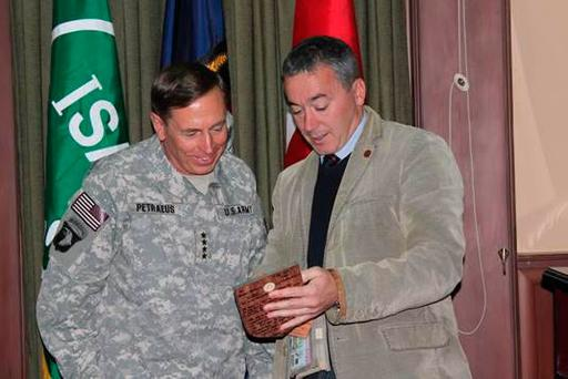 Backing: US four-star former general David Petraeus (left) with ex-RUC officer William Matchett
