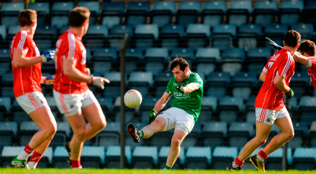 Barry Mulrone of Fermanagh shoots under pressure from Cork defenders. Photo by Piaras Ó Mídheach/Sportsfile