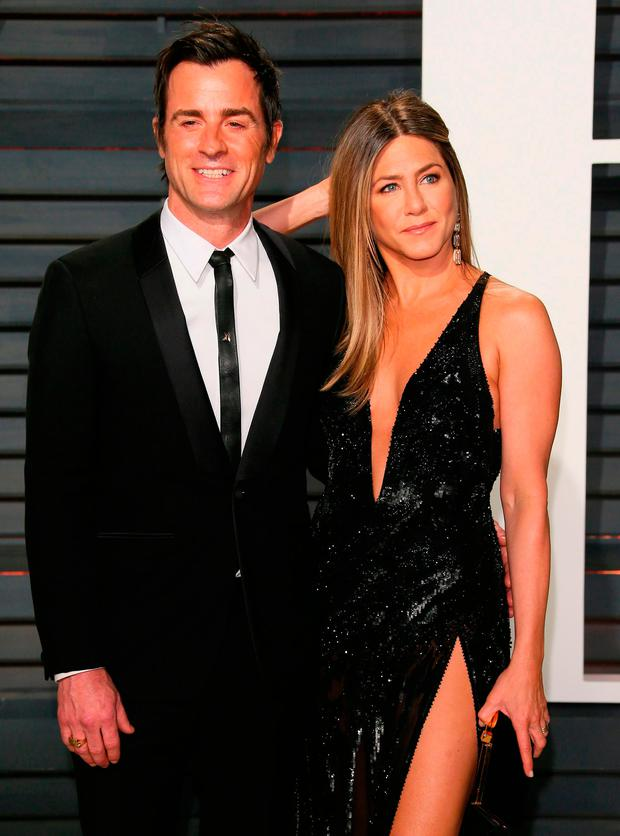 Justin Theroux and Jennifer Aniston arrive to the Vanity Fair Party following the 88th Academy Awards at The Wallis Annenberg Center for the Performing Arts in Beverly Hills, California, on February 26, 2017. / AFP PHOTO / JEAN-BAPTISTE LACROIXJEAN-BAPTISTE LACROIX/AFP/Getty Images