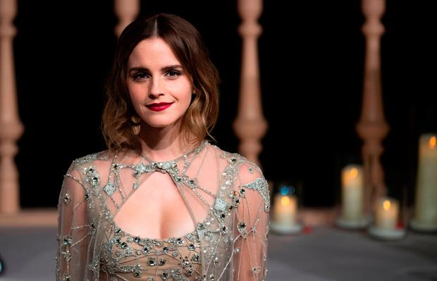 Emma Watson Poses Braless For Vanity Fair In Risqu 233 Cover