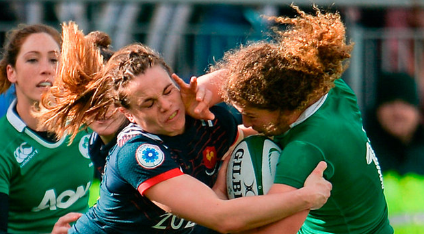 Jenny Murphy of Ireland is tackled by Elodie Poublan of France Photo: Sam Barnes/Sportsfile