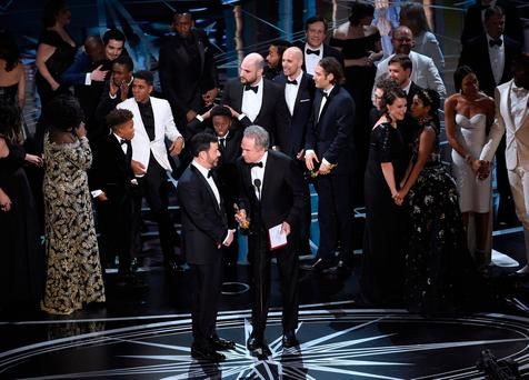 Warren Beatty and host Jimmy Kimmel on stage at the Oscars after the mix-up. Photo: Chris Pizzello/Invision/AP