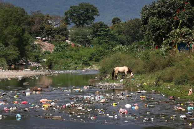 Rubbish strewn river flood plain at the Esquipulas Bordo. Trócaire are working with their partners CASM to educate residents on urban disaster risk reduction. Picture: Frank Mc Grath