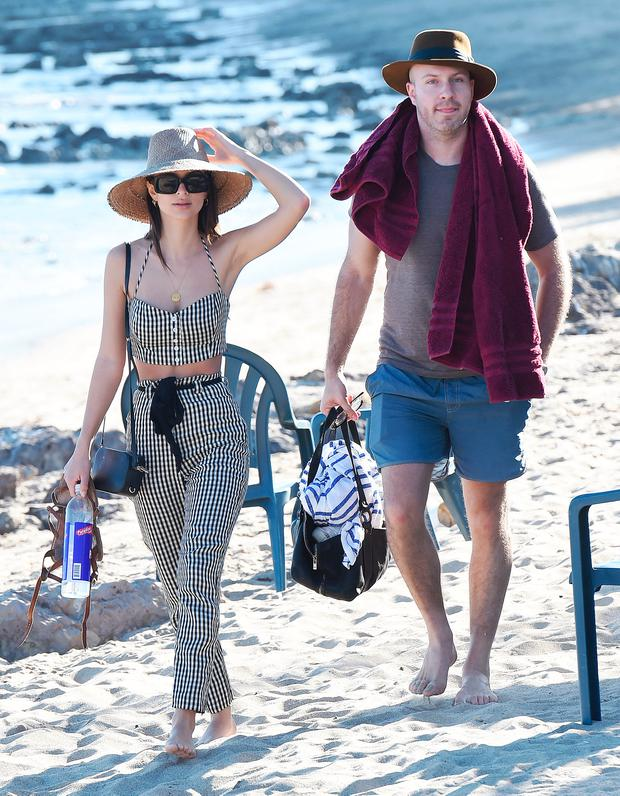 06169188c9 Emily Ratajkowski sunbathes at Paradise Cove in Malibu with boyfriend Jeff  Magid. Picture  Splash