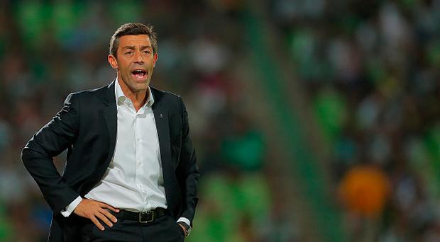 TORREON, MEXICO - AUGUST 07: Pedro Caixinha coach of Santos gives instructions to his players during a 3rd round match between Santos Laguna and Tijuana as part of the Apertura 2015 Liga MX at Corona Stadium on August 07, 2015 in Torreon, Mexico. (Photo by Saul Gonzalez/LatinContent/Getty Images)