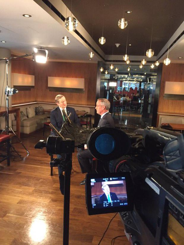 Enda Kenny speaking with CNBC presenter Eamon Javers (Image: Twitter)