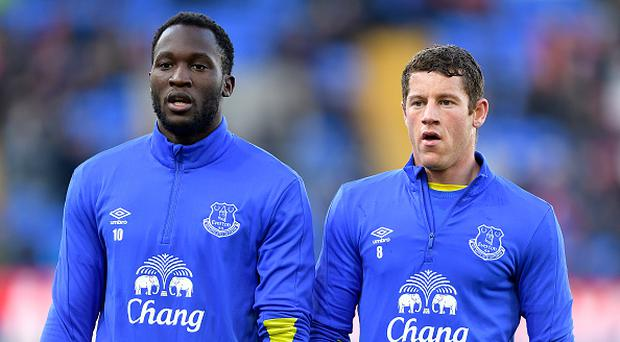 LONDON, ENGLAND - JANUARY 21: Romelu Lukaku (L) and Ross Barkley before the Barclays Premier League match between Crystal Palace and Everton at Selhurst Park on January 21, 2017 in London, England. (Photo by Tony McArdle/Everton FC via Getty Images)