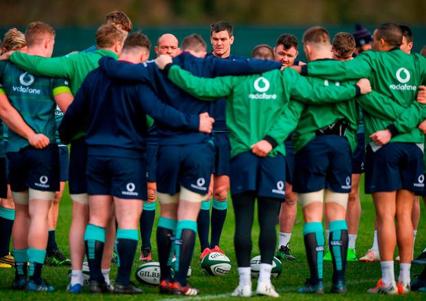 Johnny Sexton speaks to his team-mates during training. Photo: Stephen McCarthy/Sportsfile