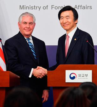 US Secretary of State Rex Tillerson shakes hands with South Korean Foreign Minister Yun Byung-se in Seoul. Photo: Getty
