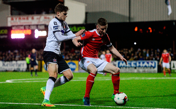 Ian Bermingham of St. Patricks Athletic in action against Sean Gannon of Dundalk. Photo by Eóin Noonan/Sportsfile