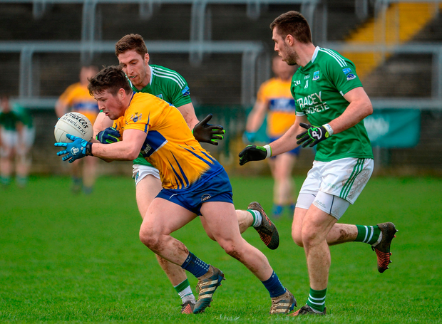 Keelan Sexton of Clare in action against Eoin Donnelly and Ryan Jones of Fermanagh. Photo by Oliver McVeigh/Sportsfile