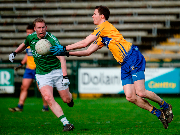 Kevin Harnett of Clare in action against Darryl Keenan of Fermanagh. Photo by Oliver McVeigh/Sportsfile