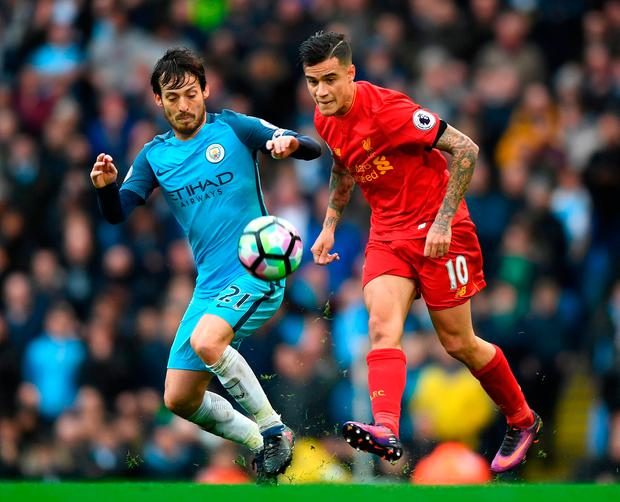 David Silva of Manchester City (L) puts pressure on Philippe Coutinho of Liverpool (R). Photo by Michael Regan/Getty Images