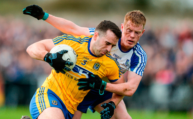 Tom Featherson of Roscommon in action against Ryan McAnespie of Monaghan. Photo by Piaras Ó Mídheach/Sportsfile