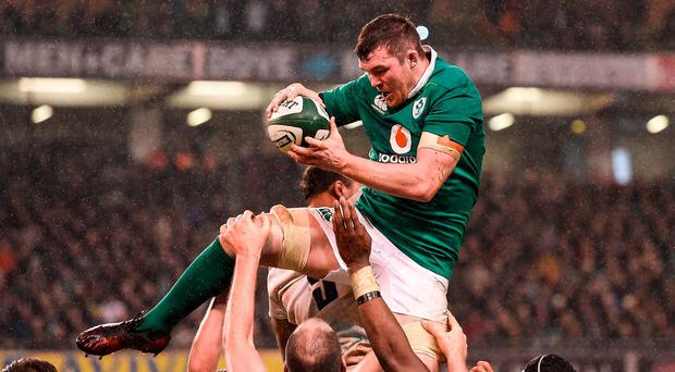 Peter O'Mahony of Ireland wins a lineout during the RBS Six Nations Rugby Championship match between Ireland and England at the Aviva Stadium in Lansdowne Road, Dublin. Photo by Brendan Moran/Sportsfile