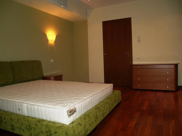 The bedroom which is being advertised
