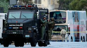 Las Vegas SWAT officers leave the scene of a stand-off in a bus along Las Vegas Boulevard, Saturday, March 25, 2017, in Las Vegas. (AP Photo/John Locher)