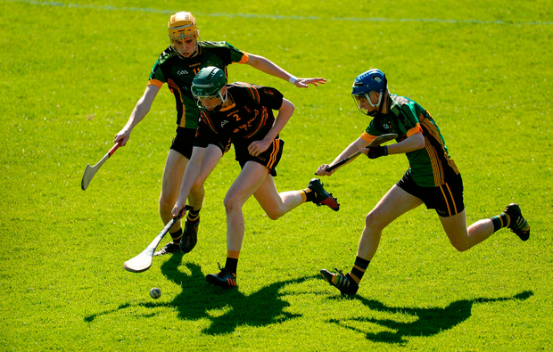 Mark Quinlan of John The Baptist Community School in action against Colm McLarnon, left, and Tiarnan Murphy of St Mary's CBGS. Photo by Piaras Ó Mídheach/Sportsfile