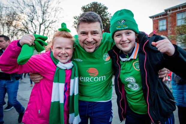 Paul O'Connor and daughters Sophie (10) and Caitlin (14). Photo: Arthur Carron