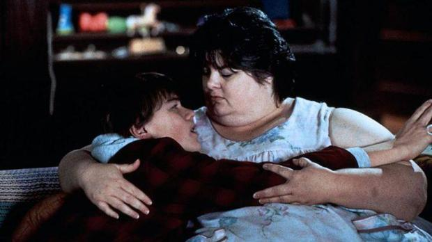 Darlene Cates and Leonardo DiCaprio in What's Eating Gilbert's Grape