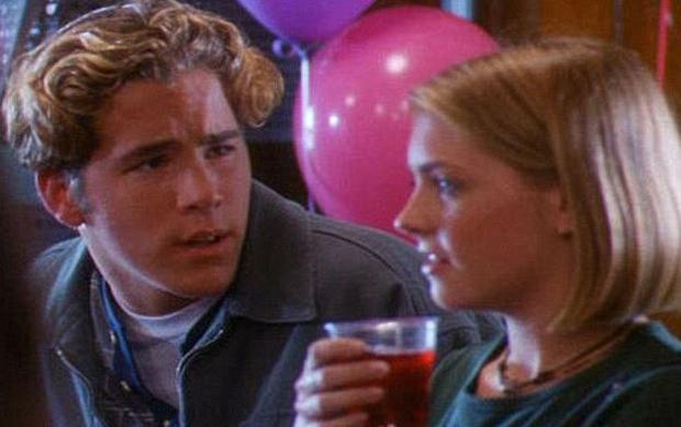 Ryan Reynolds played Seth in Sabrina the Teenage Witch the film