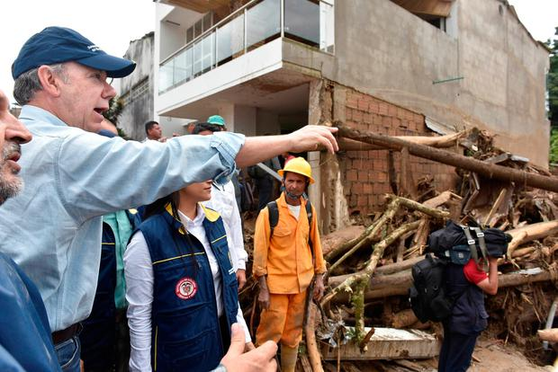 Colombia's President Juan Manuel Santos (L) gestures while visiting a flooded area Cesar Carrion/Colombian Presidency/Handout via Reuters