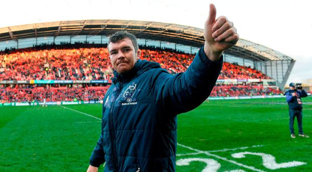 Peter O'Mahony of Munster acknowledges supporters after the European Rugby Champions Cup Quarter-Final match between Munster and Toulouse at Thomond Park in Limerick. Photo by Diarmuid Greene/Sportsfile