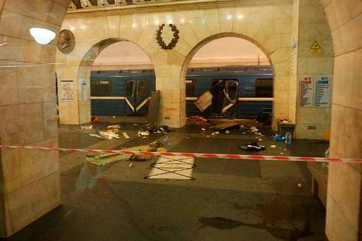 A subway train hit by a explosion stays at the Tekhnologichesky Institut subway station in St.Petersburg, Russia, Monday, April 3, 2017. Image: AP