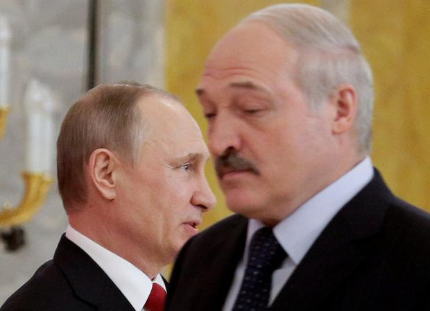 Russian President Vladimir Putin and Belarus' President Alexander Lukashenko arrive for a news conference following their talks at Konstantin palace in St.Petersburg, Russia REUTERS/Dmitri Lovetsky/Pool