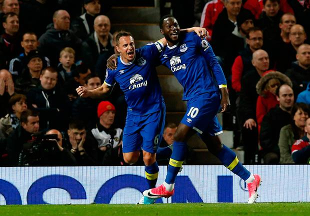 Goalscorer Phil Jagielka celebrates with teammate Romelu Lukaku after giving Everton a first half lead. Photo: REUTERS