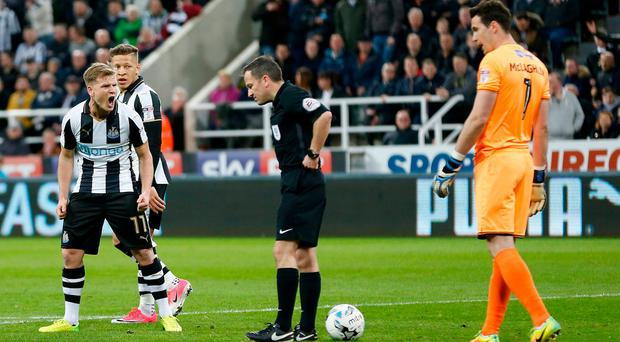 Newcastle United's Matt Richie reacts angrily after scoring a penalty only for referee Keith Stroud to reverse the decision on giving the penalty during the Sky Bet Championship match at St James' Park