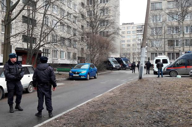 Russian police officers secure a residential area in St. Petersburg, Russia, April 6, 2017. REUTERS/Polina Nikolskaya
