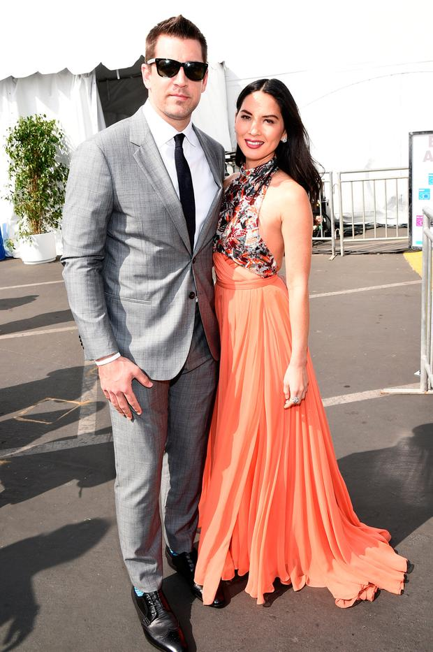 Aaron Rodgers of the Green Bay Packers poses with actress Olivia Munn with FIJI Water during the 30th Annual Film Independent Spirit Awards at Santa Monica Beach on February 21, 2015 in Santa Monica, California. (Photo by Michael Buckner/Getty Images for FIJI Water)