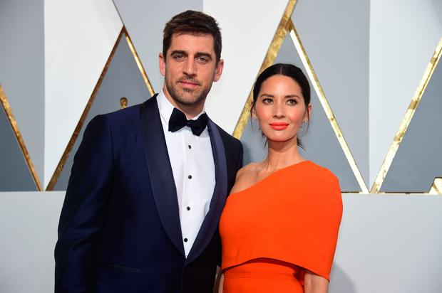 Athlete Aaron Rodgers (L) and actress Olivia Munn arrive on the red carpet for the 88th Oscars on February 28, 2016 in Hollywood, California. AFP PHOTO / FREDERIC J. BROWN / AFP / FREDERIC J.BROWN (Photo credit should read FREDERIC J.BROWN/AFP/Getty Images)