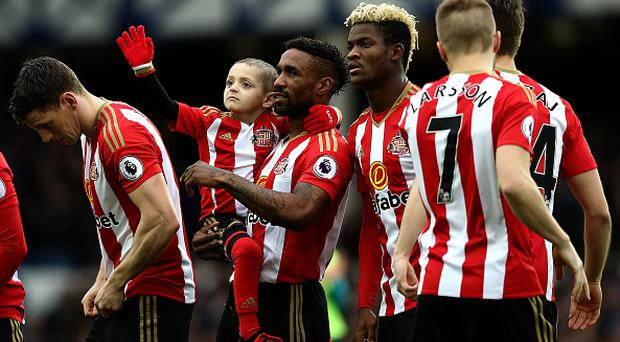 LIVERPOOL, ENGLAND - FEBRUARY 25: Sunderland mascot Bradley Lowery waves to the crowd as Jermain Defoe looks on ahead of the Premier League match between Everton and Sunderland at Goodison Park on February 25, 2017 in Liverpool, England. (Photo by Jan Kruger/Getty Images)