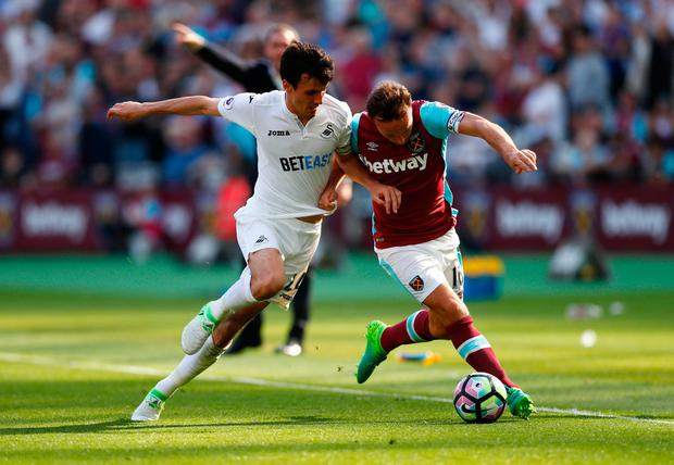 West Ham United's Mark Noble in action with Swansea City's Jack Cork Photo: Reuters / Eddie Keogh