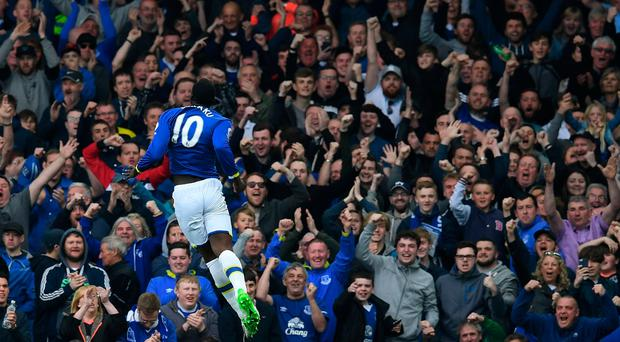 Romelu Lukaku celebrates scoring his team's fourth goal during the English Premier League football match between Everton and Leicester City at Goodison Park. / PAUL ELLIS/AFP/Getty Images