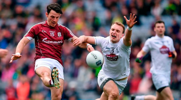Sean Armstrong of Galway gets his shot away despite the best efforts of Kildare's Tommy Moolick in yesterday's Allianz NFL Division Two final at Croke Park. Photo: STEPHEN McCARTHY/SPORSTILE