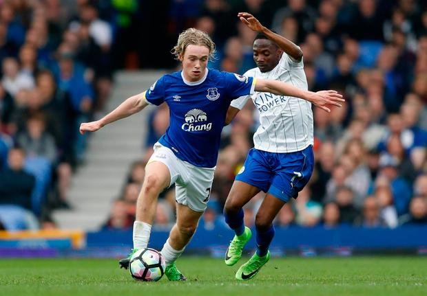 Everton's Tom Davies in action with Leicester City's Ahmed Musa. Photo: Reuters / Carl Recine