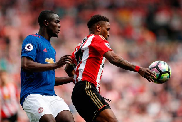 Sunderland's Jermain Defoe in action with Manchester United's Eric Bailly. Photo: Reuters / Lee Smith